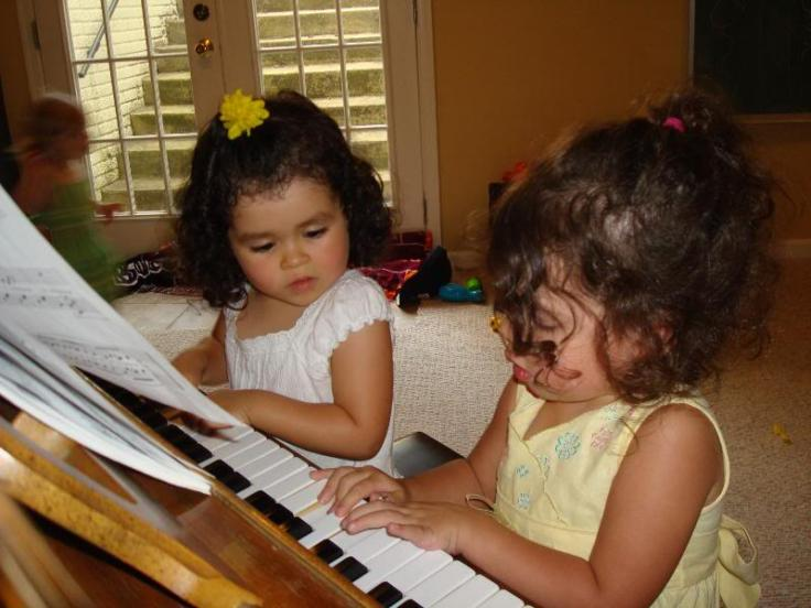 children-playing-piano